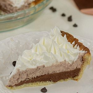 Satisfy those chocolate cravings fast with creamy Easy Low Carb Chocolate Silk Pie. Ready in minutes with sugar-free pudding, cream and whipped topping!