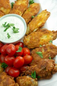 This Keto Fried Chicken Wings recipe is so EASY! Only 5 minutes of prep and 10 minutes cooking time for these amazingly crunchy chicken wings.