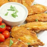 Fried chicken wings with dipping sauce