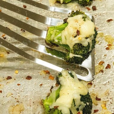 Roasted Broccoli Parmesan -Broccoli crowns tossed in olive oil and seasonings, roasted until tender then topped with garlic and parmesan cheese. #holistyum