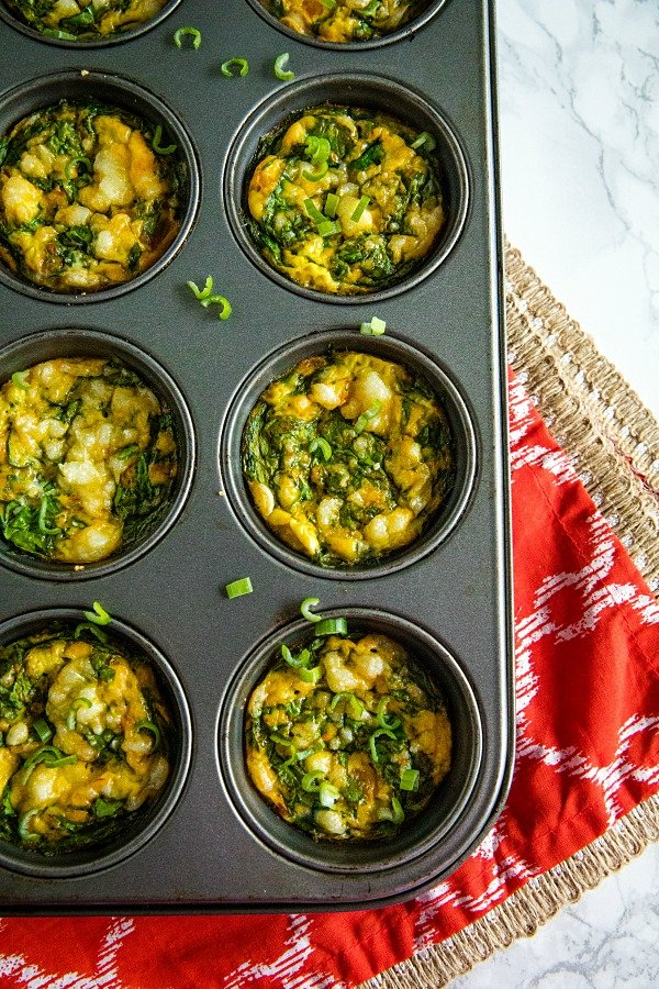 Easy mini salsa spinach frittatas with fresh spinach, chunky salsa and cheese that are the perfect savory appetizer, breakfast or quick lunch! Less than 1 net gram of carbs each! #holisticyum